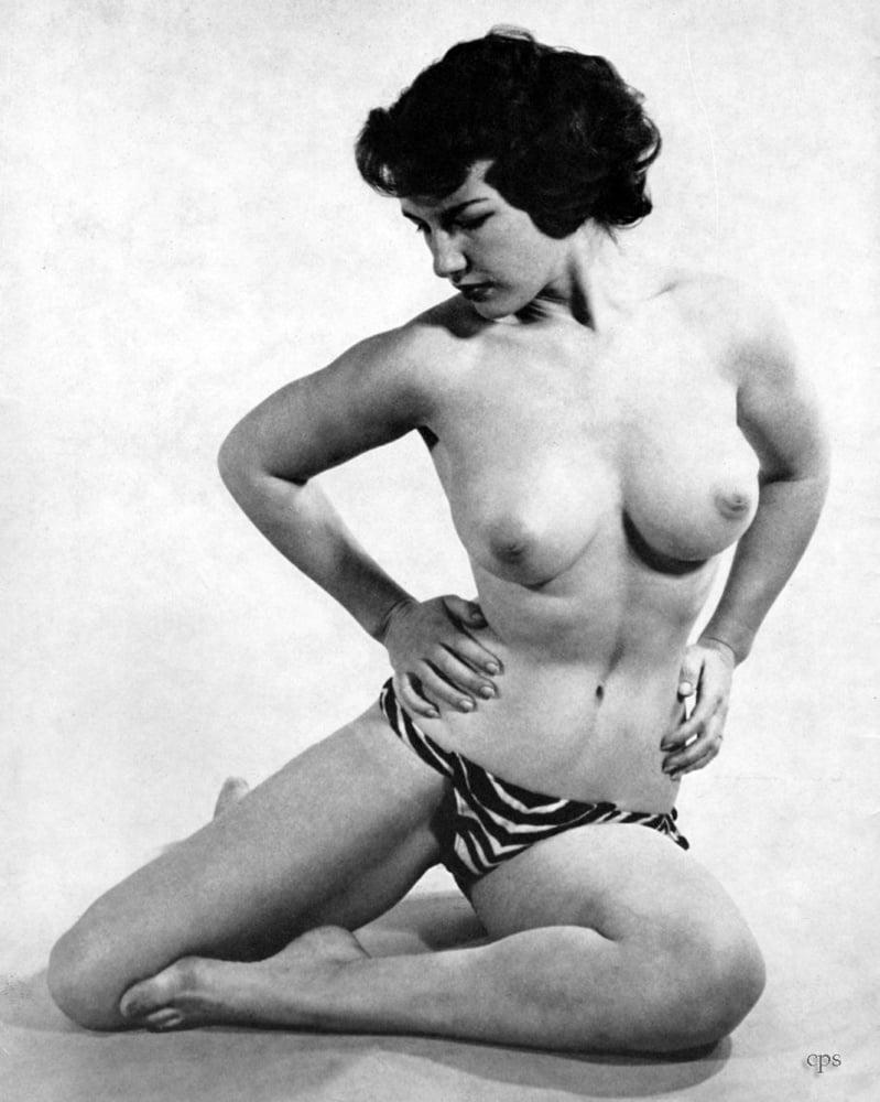 Roseanne barr nude photos