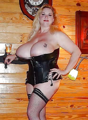 busty-mature-in-corset-gif-tube-lip