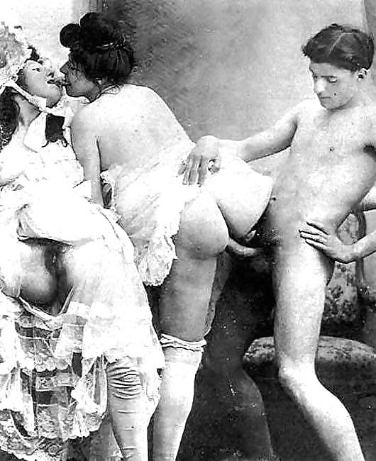 seks-v-petrograde-tolstie-tetki-v-rot-berut