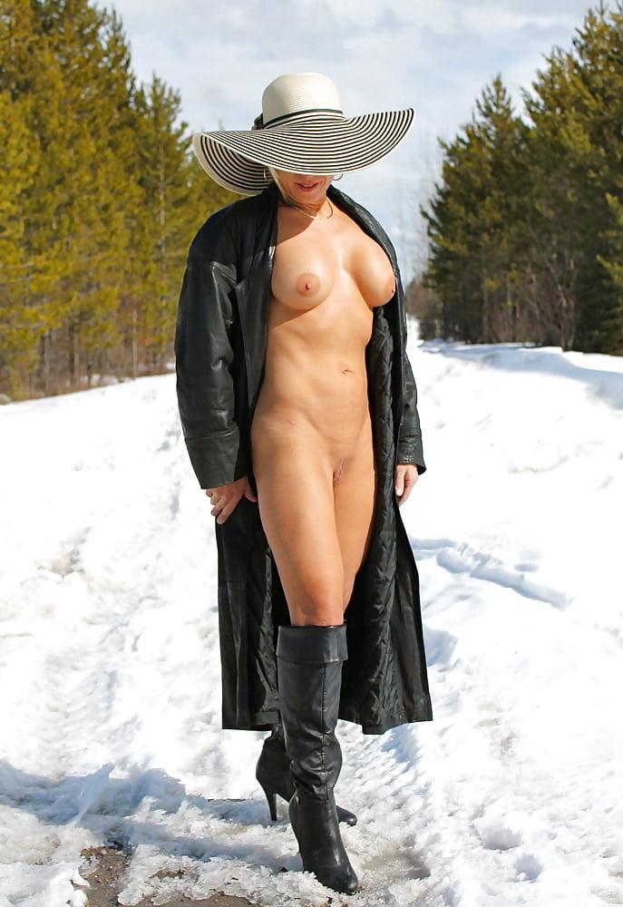 Фото голые в плащах — img 9