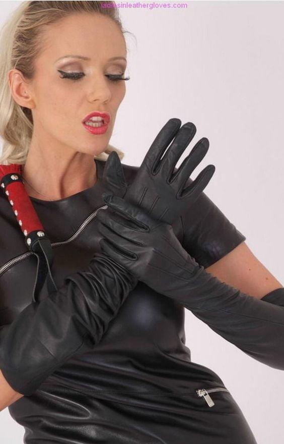 ласкаете языком девушки в кожаных перчатках фетиш развлекались девушки страпоном