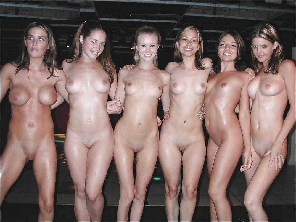 Видео голых девки сэс только ножки