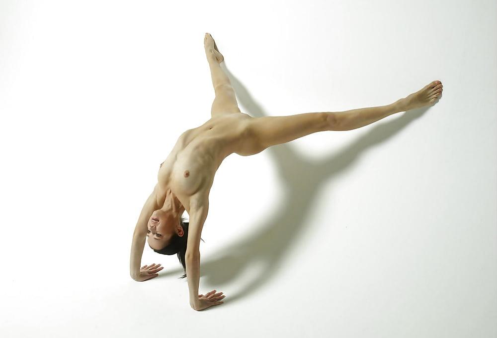 работы участников, французские обнаженные гимнастки пошел иконке