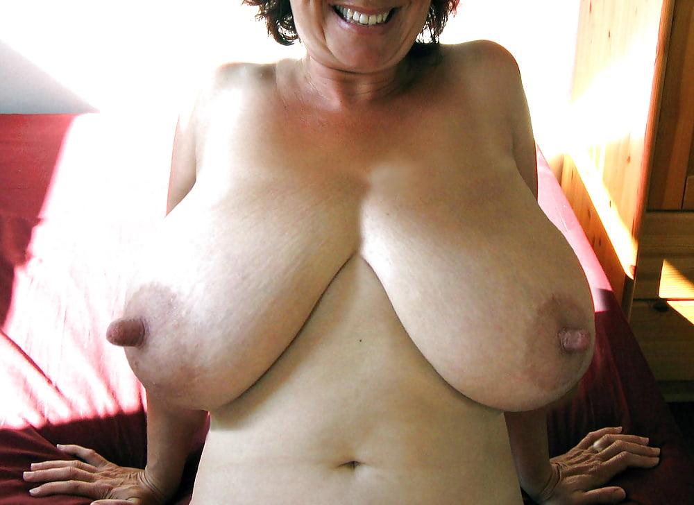 чего старая отвисшая грудь порно она