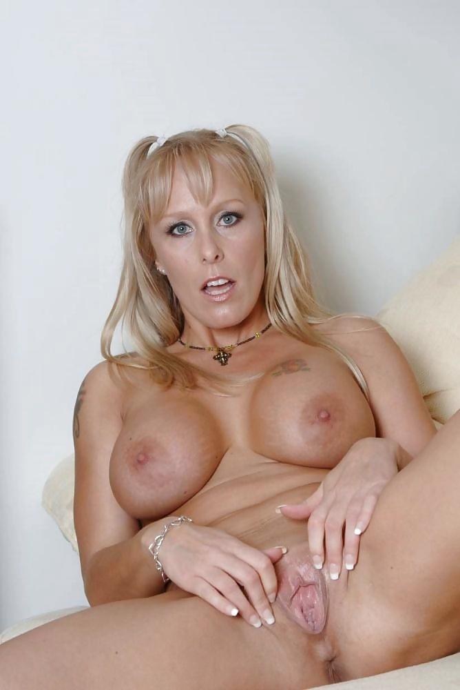 Nude mature milf tits