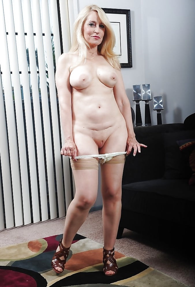 Blonde granny robin pachino invites her new neighbors in bedroom and sucks their cocks
