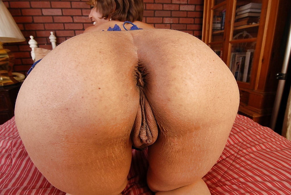 Anal fuck mature big ass and pussy