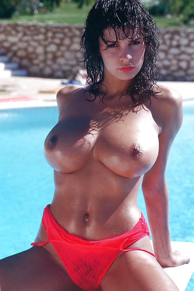 nude-women-donna-posiing-nude-horny