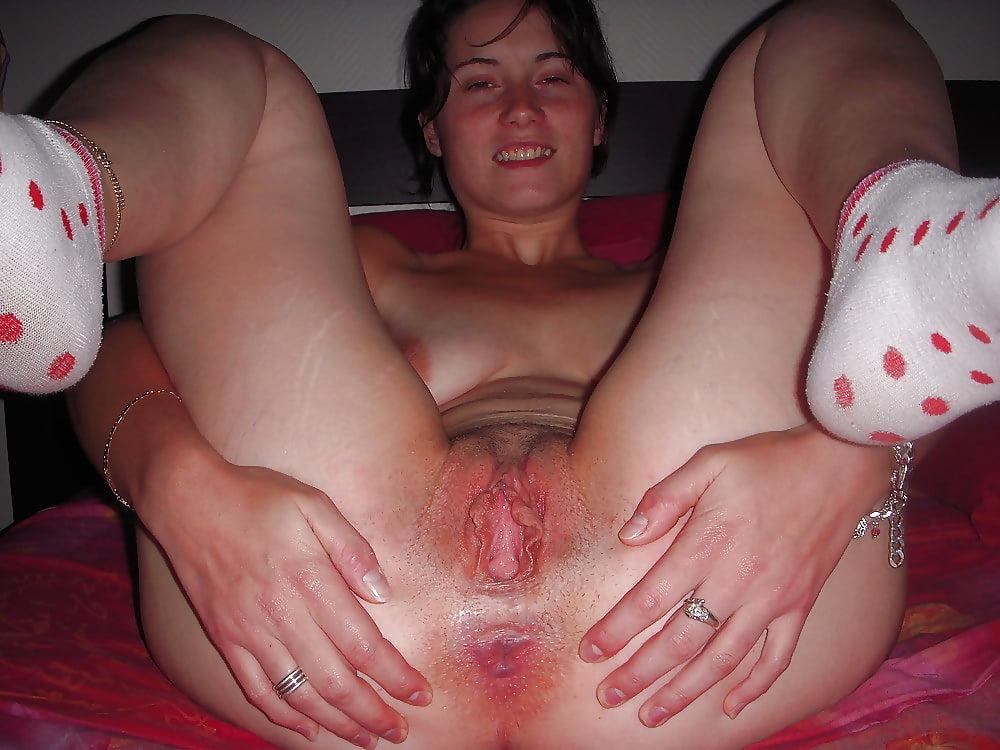 Teen Slut Eating A Hot Pink Pussy