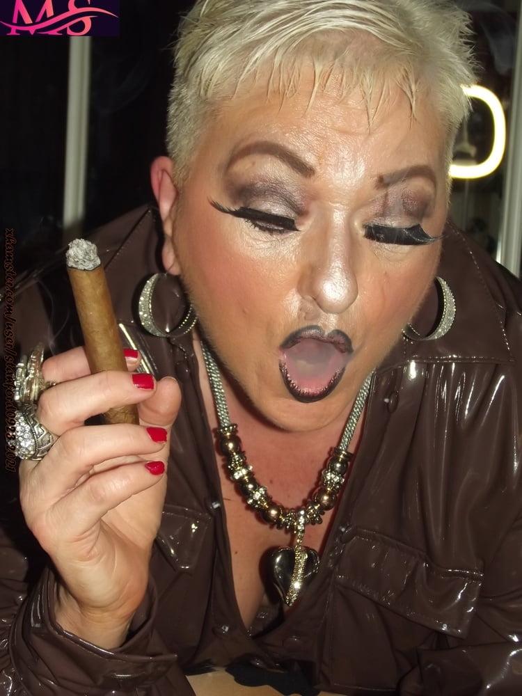 WHORE WHO LOVES SMOKING SEX - 126 Pics