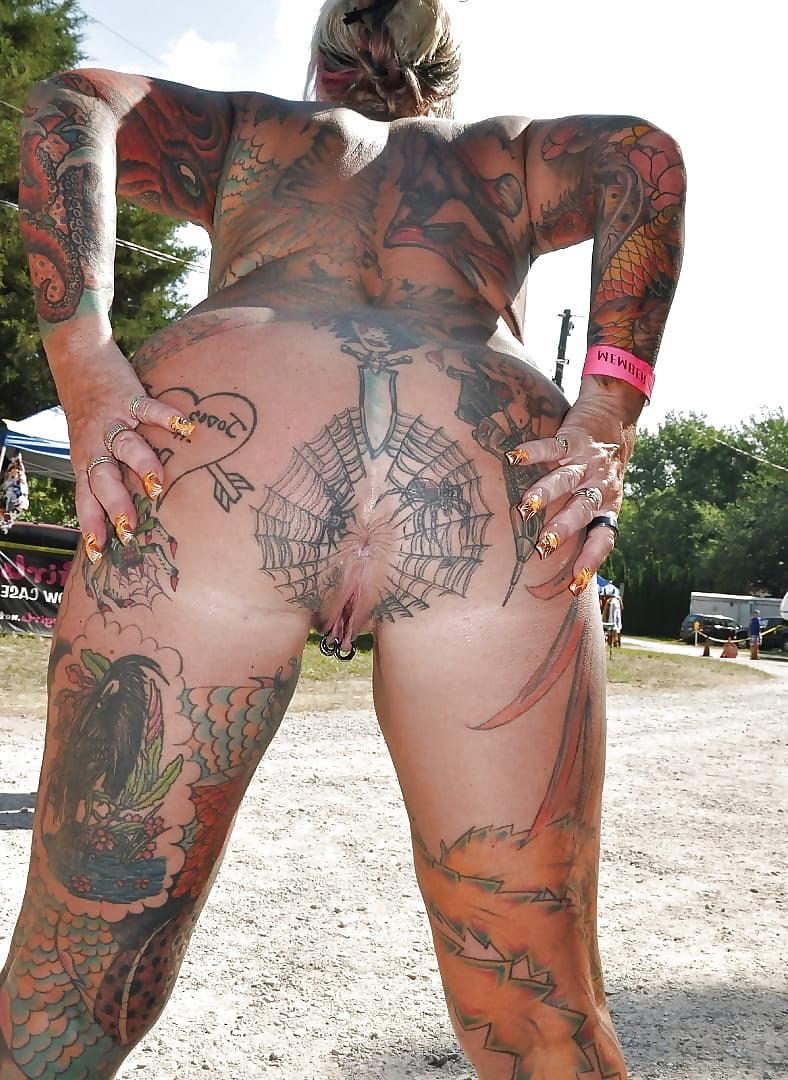 Naked female anus tattoo — pic 4