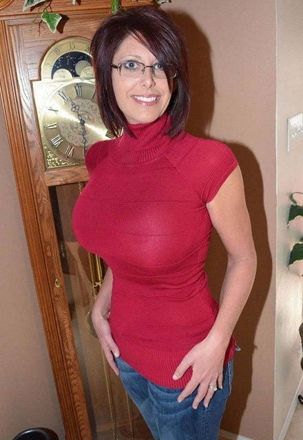 sexy-mom-in-t-shirt-hot-garls-indon-naked-image
