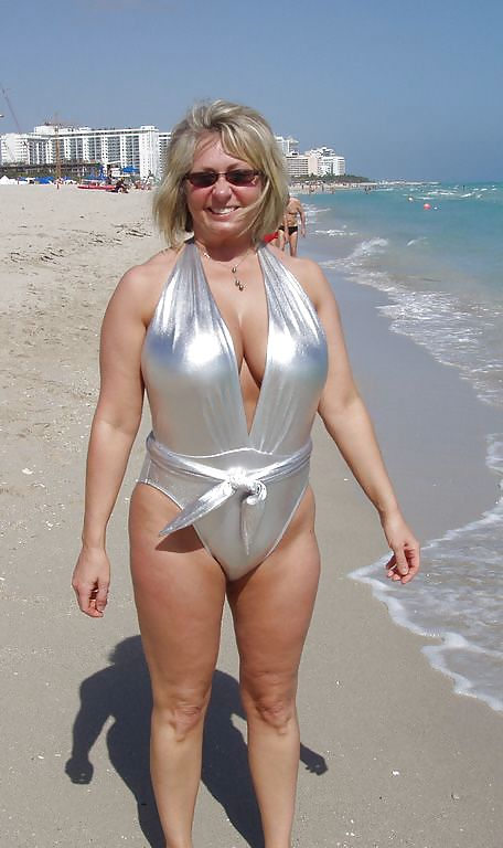Wholesale Sexy Bikini Dot Bathing Suit For Mature Women