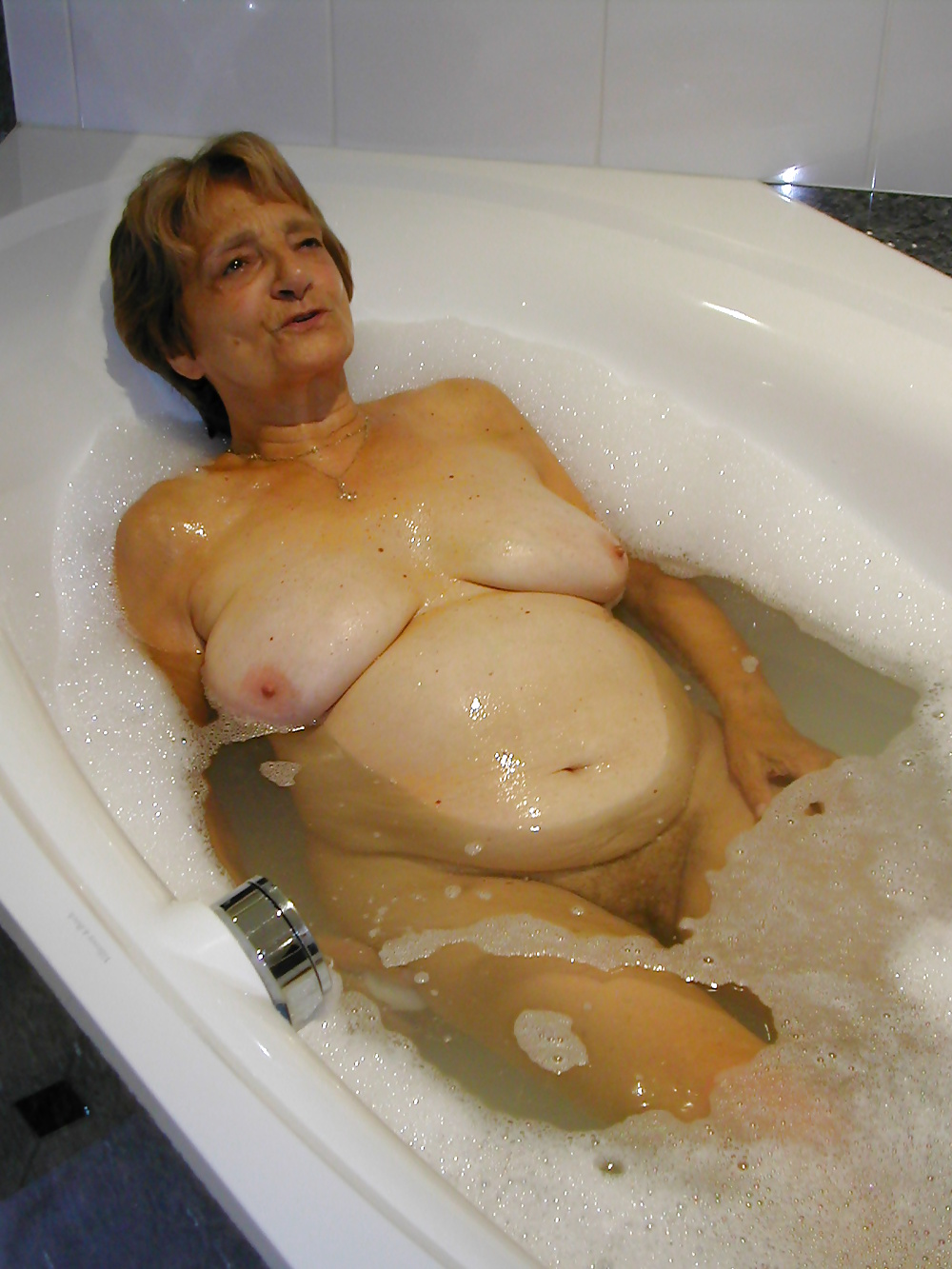 old-naked-people-in-hot-tubs-girlvacuum-sex