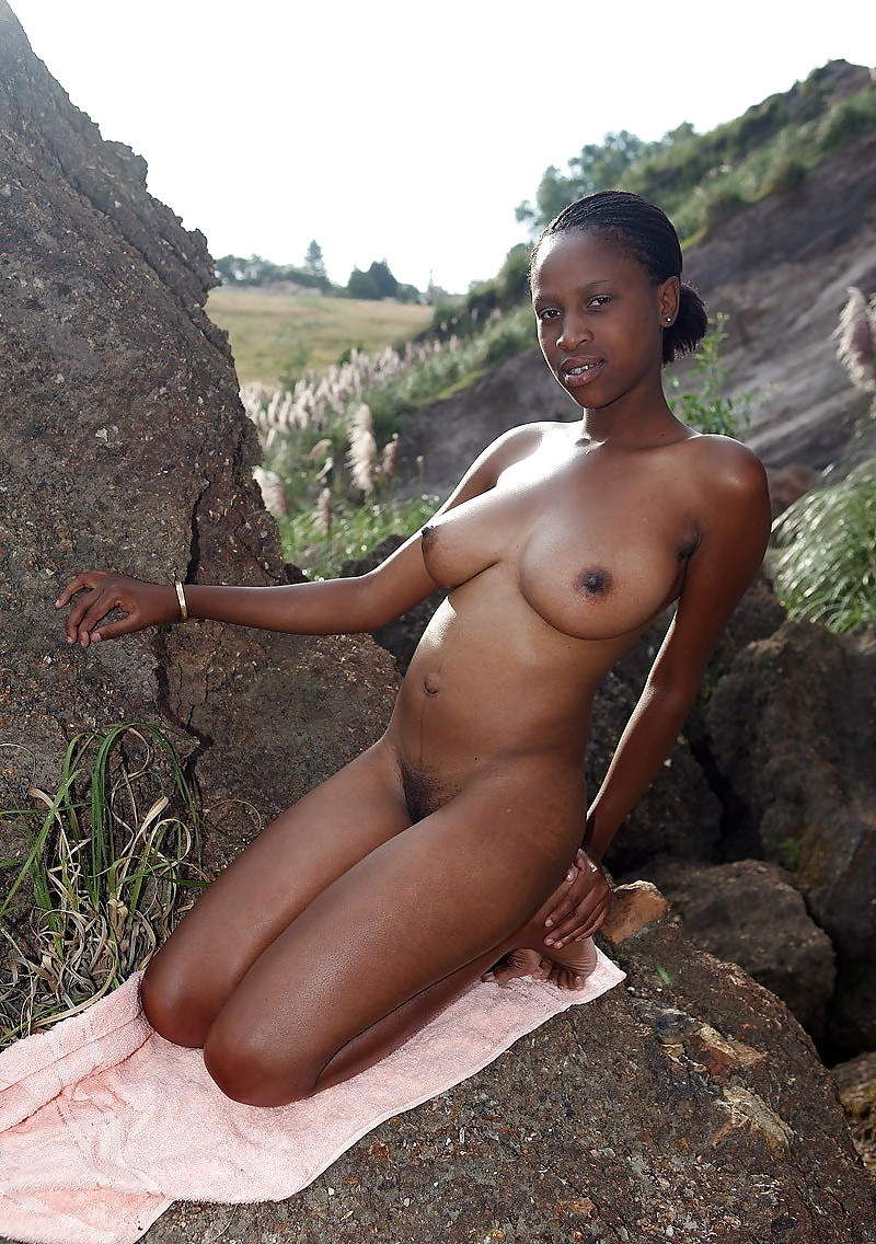 Ghanaian girl goes naked in public
