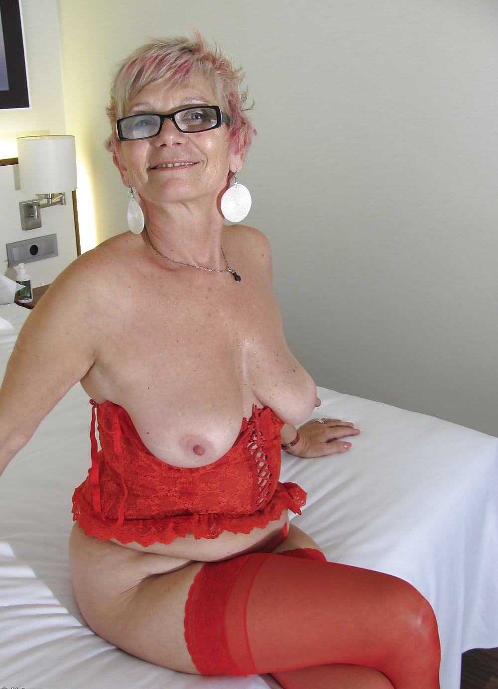 grandma-breasts-videos-only-free-naked-brunettes-videos