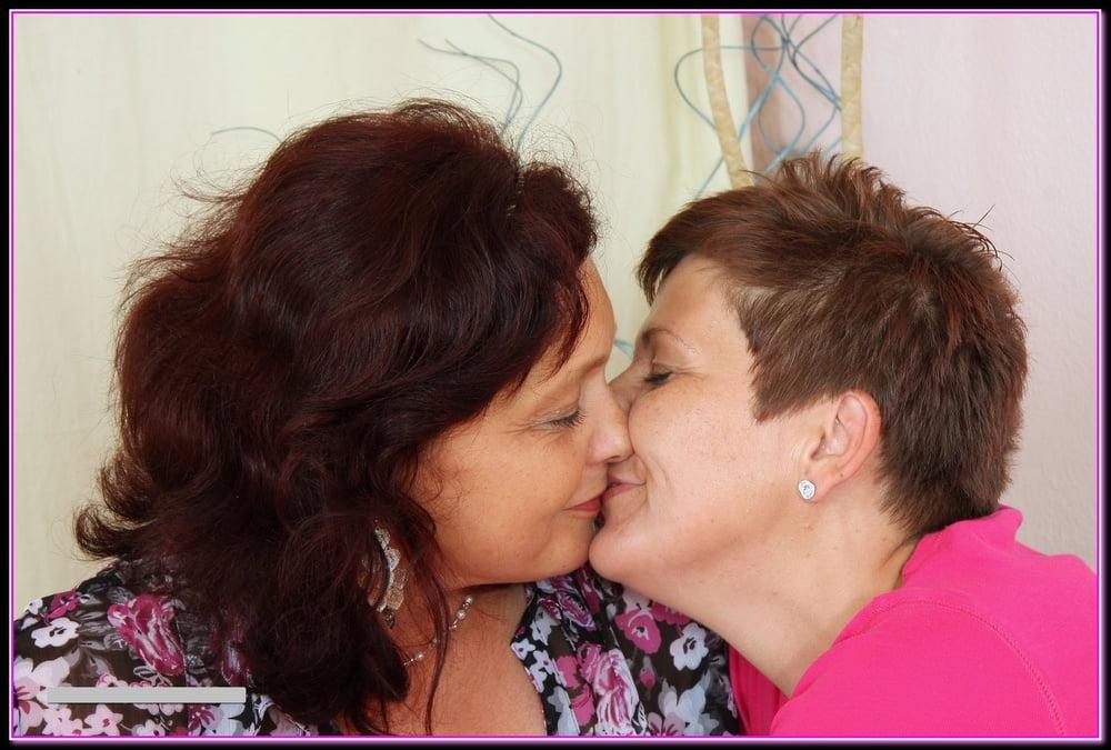 как лесбиянки лижутся зрелые выживания