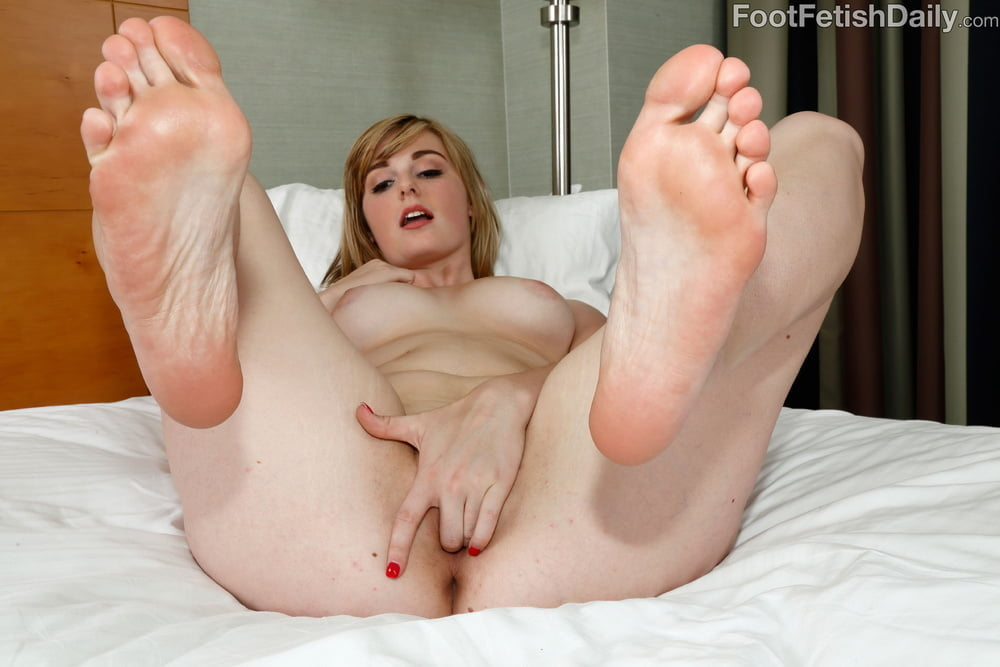 Nude woman soles pic