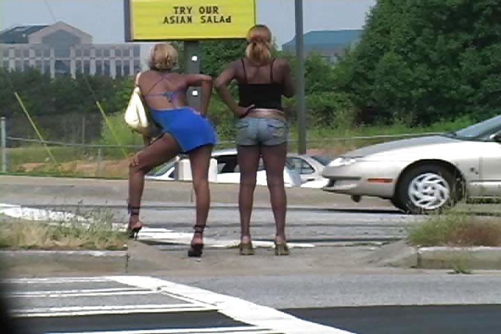 парень снимает как девушка сосет ему на обочине видео