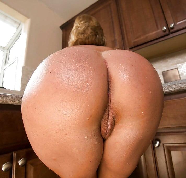 Порно больших жоп на кухне категории 9