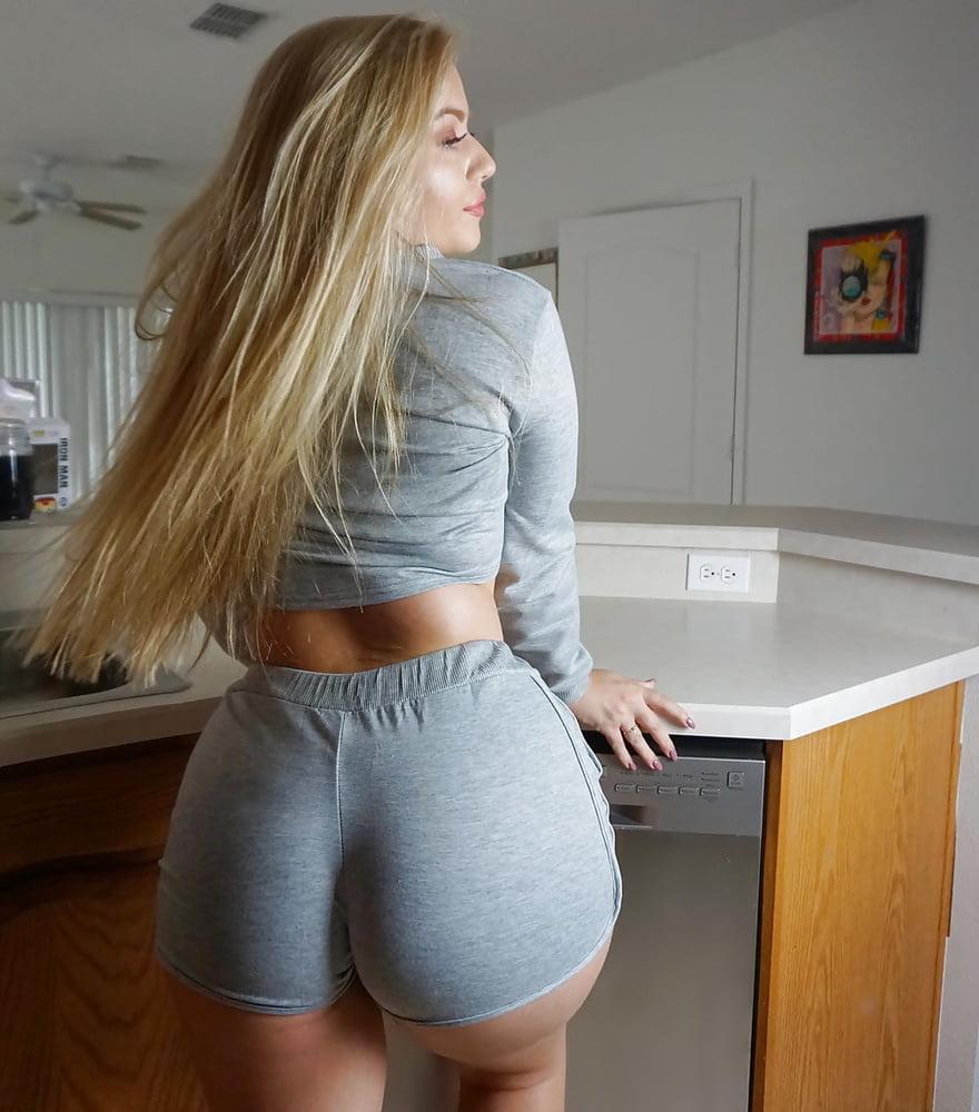 Hot bubble butt babes