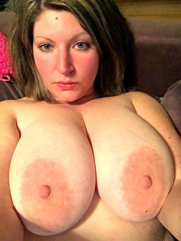 Curvy amateur big natural saggy tits and areolas pussy shav - 21 Pics