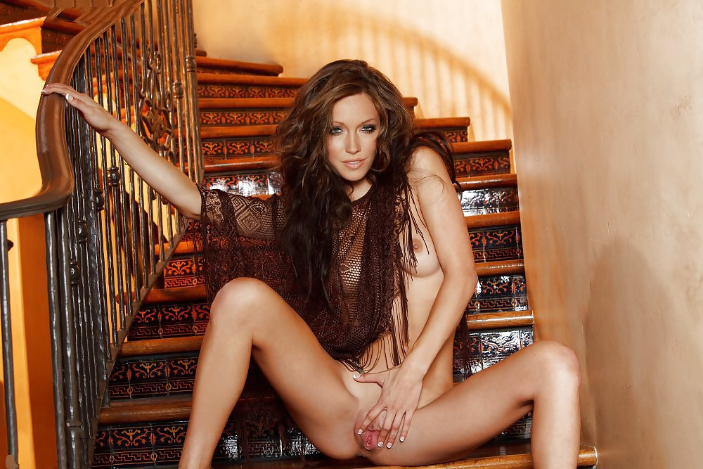 Katie Cassidy Nude In Live