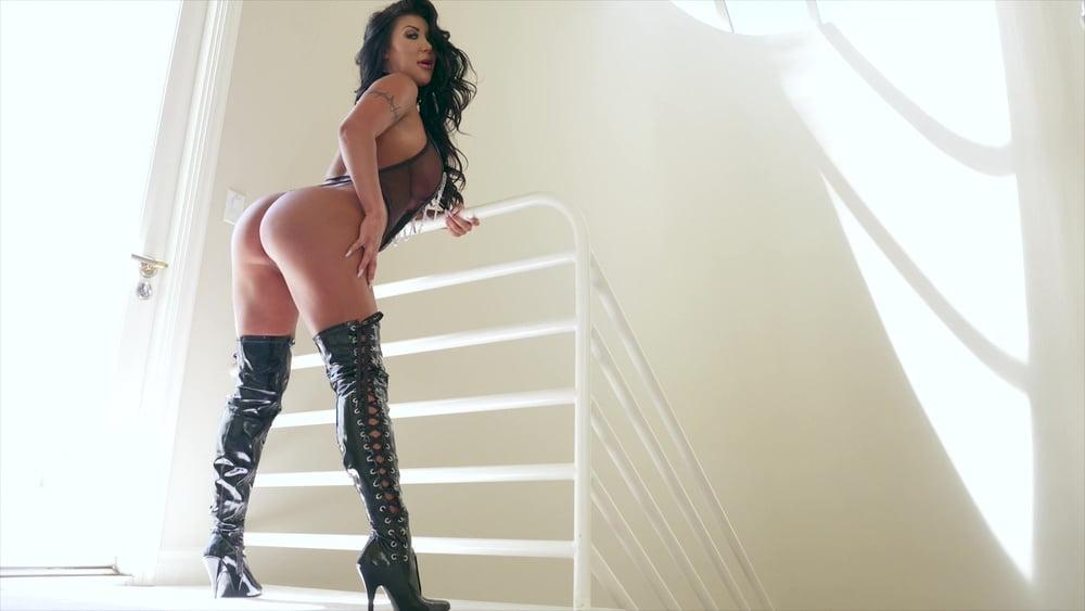 Striking Latina August Taylor Flaunts Her Naked Enhanced Big Dupose 1