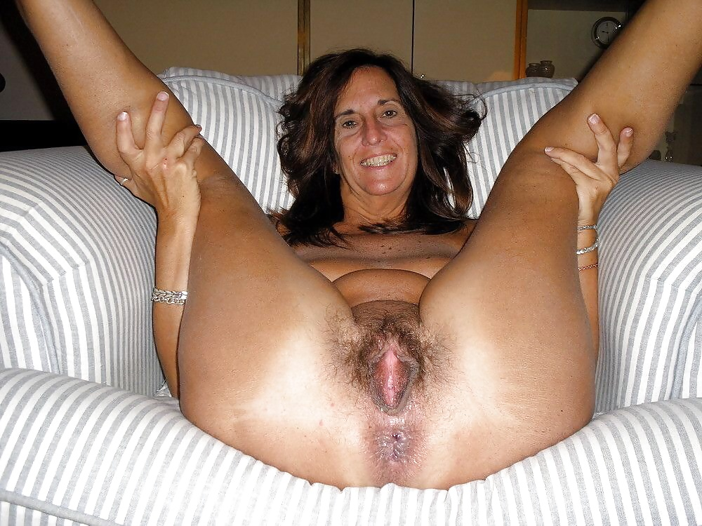 Amateur milf shaved pussy