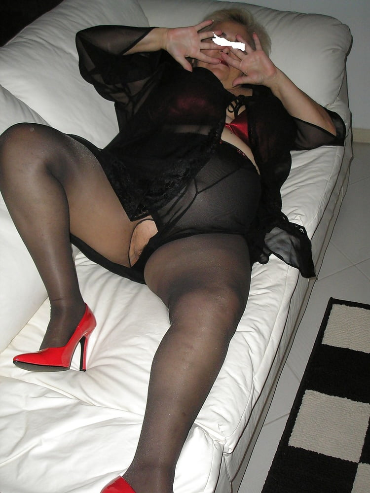 Mature stockings porn and older women pics