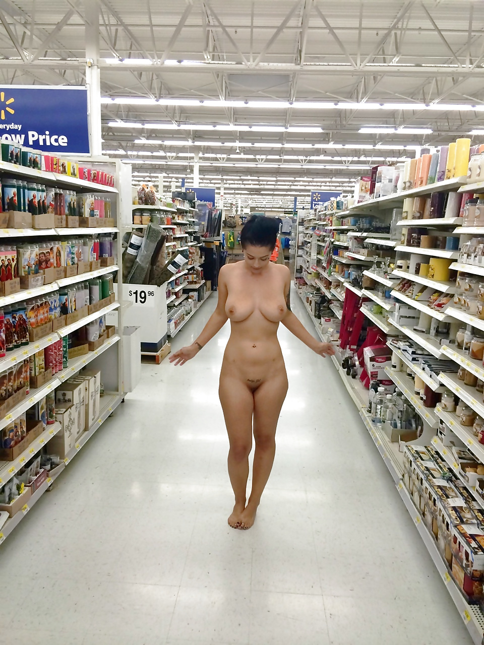 College girl shows goes around a grocery store in the nude on a dare
