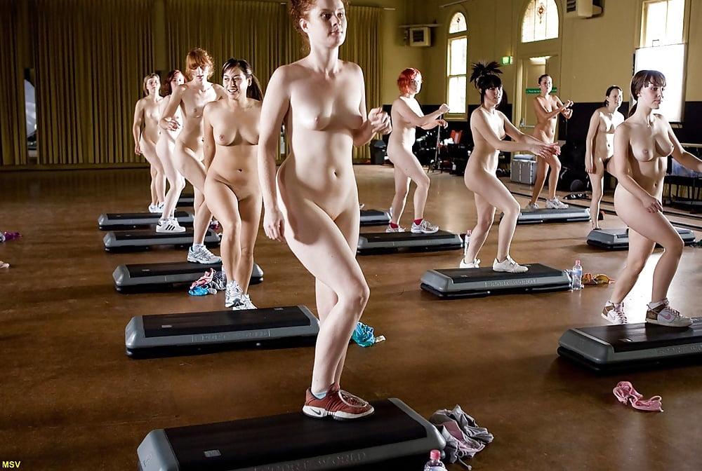 приказала смотреть тренировку обнаженных спортсменок также самые сочные