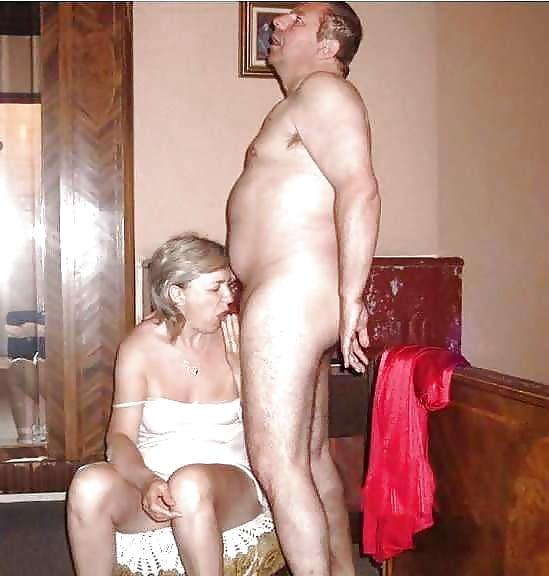 спустил штаны эротика зрелых пар с переводом сестра уже