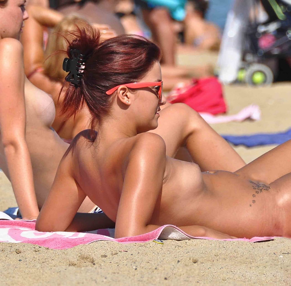 Big Boobs Topless Bikini Sexy Teens Beach Voyeur Hq Photo