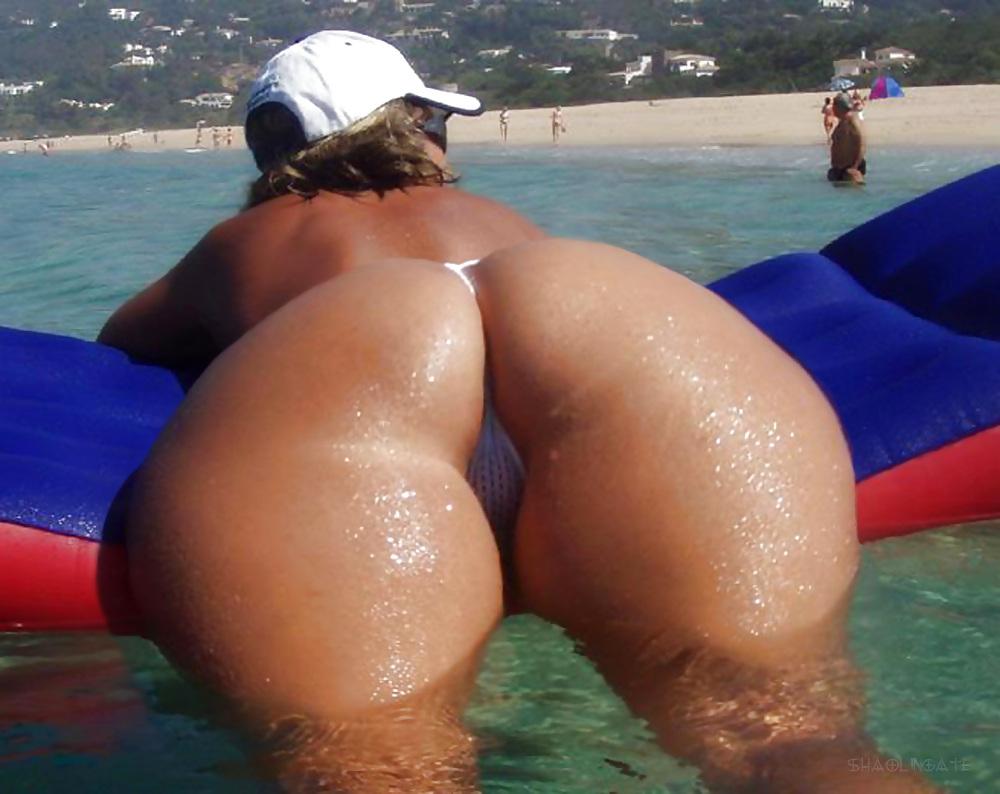 Bubble butt milf beach