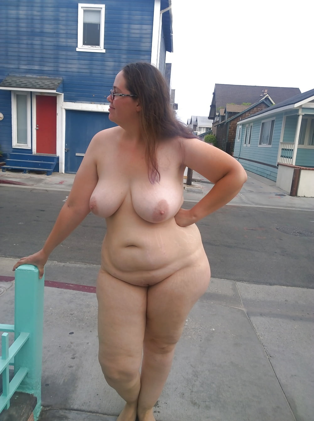 Plumper caught naked — pic 10