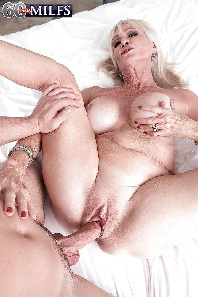 Sexy milf sex pics
