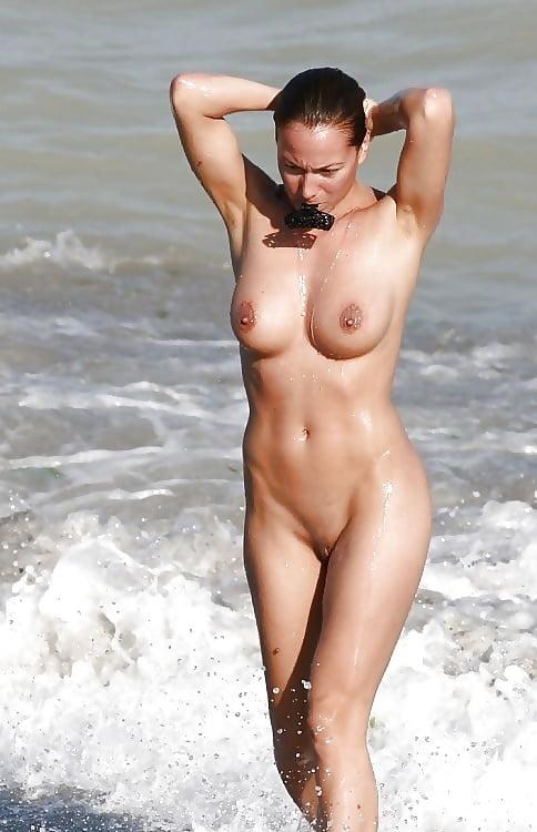 dutch-girl-nude-on-the-beach