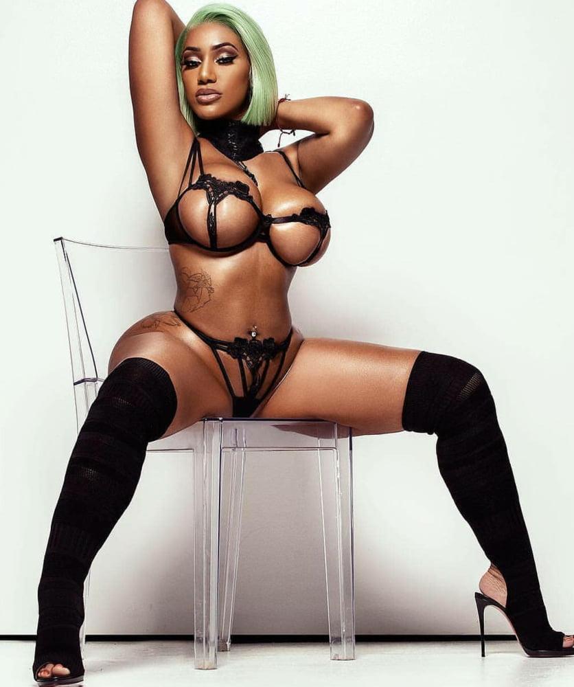 Nicki Minaj Reveals Topless Cleopatra Cover For New Album, Queen