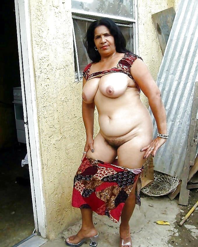 granny-srilankan-sexy-women