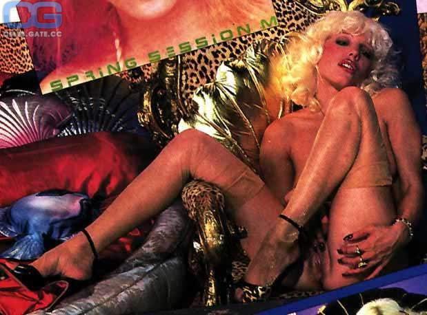 dale-bozzio-nude-topless-miranda-cosgrove-sex-tape