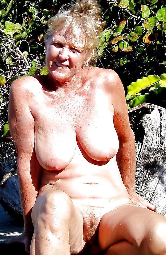 Fotos oma nackt Das Mädchen