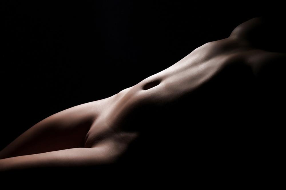 Фото обнаженных девушек в темноте