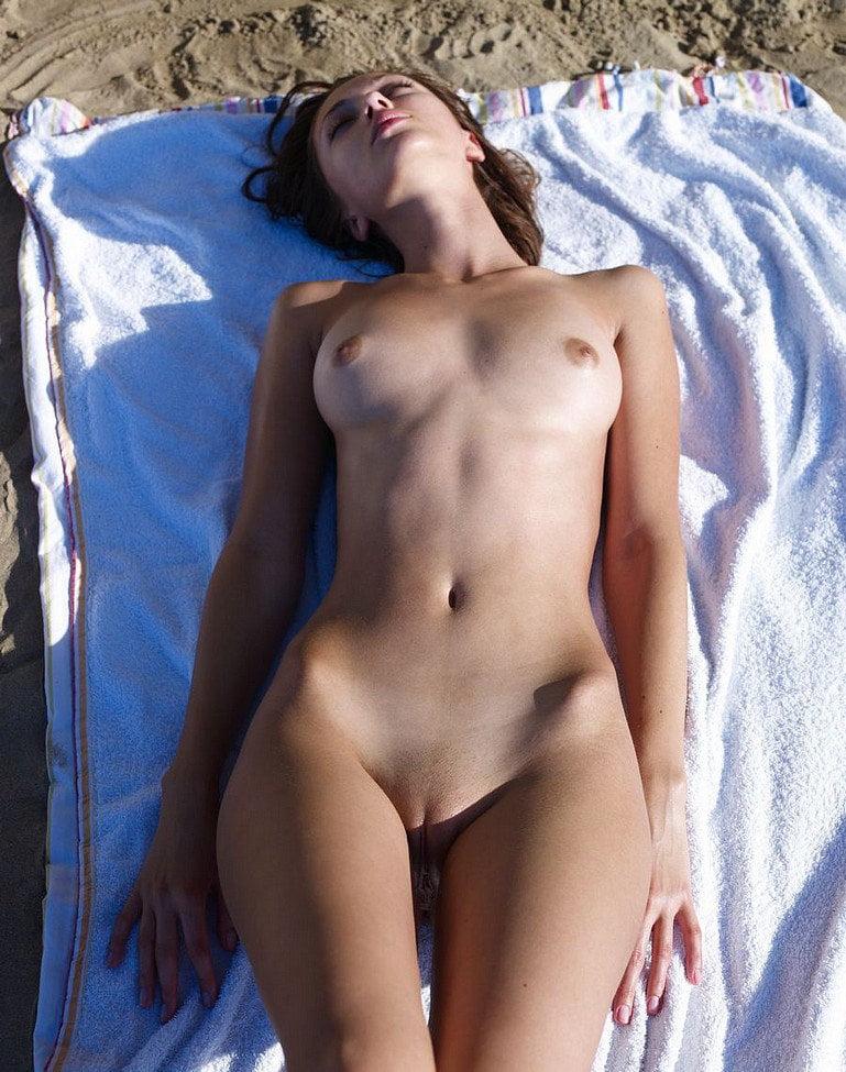 Girls Sunbathing Naked