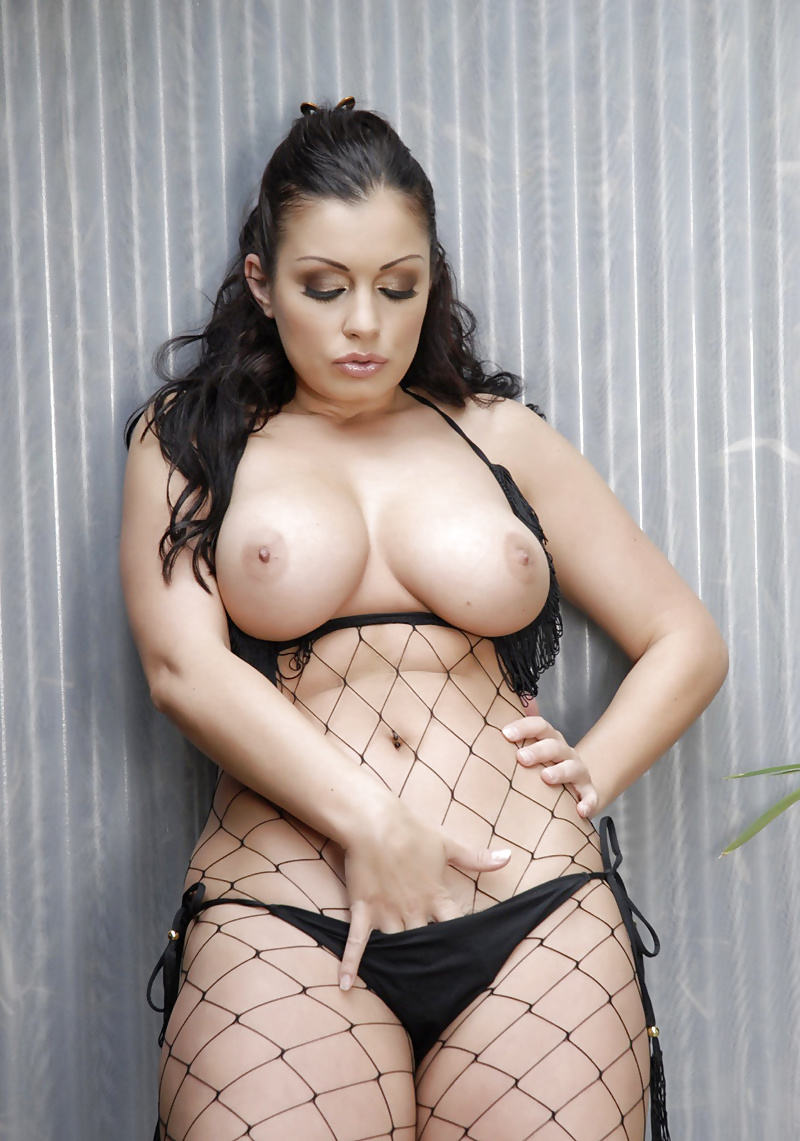 aria-giovanni-chubby-nudes-porn-stream-girl-woman-young-old