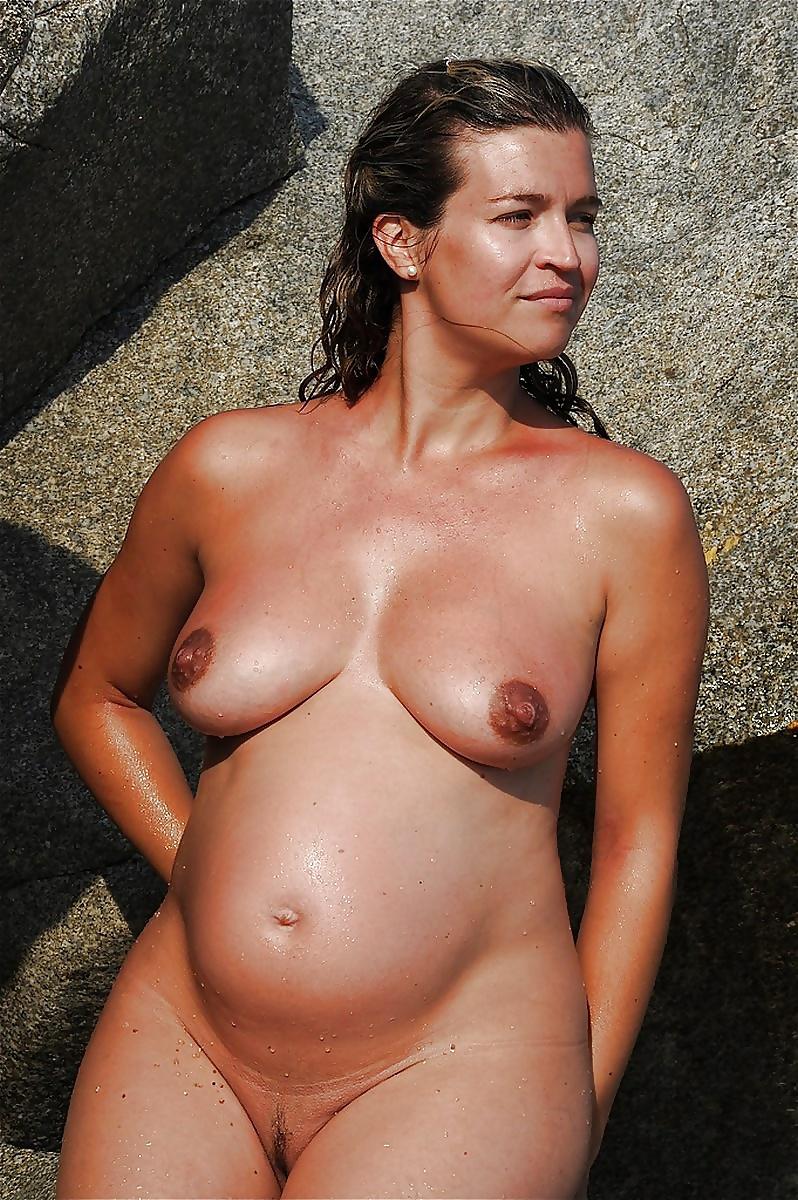 sex-pregnant-nude-women-swimming-model