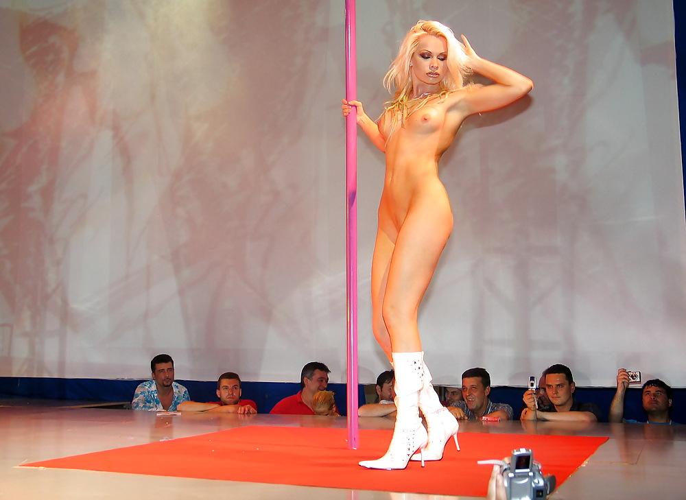 Эротическое шоу в мире цены на абонемент в фитнес клубах москвы
