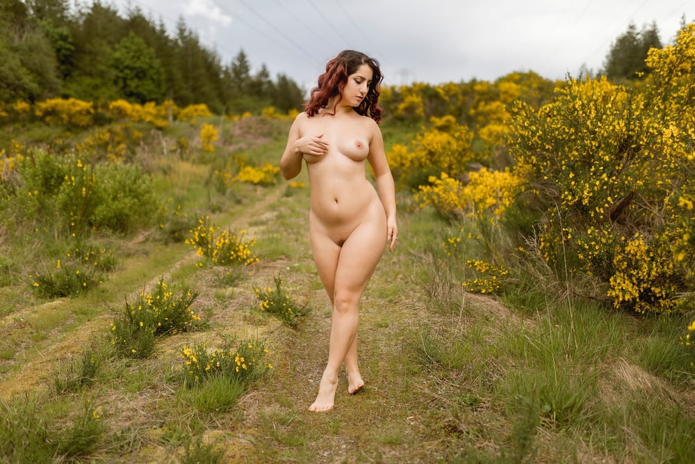 Pussy and flowers! - 54 Pics