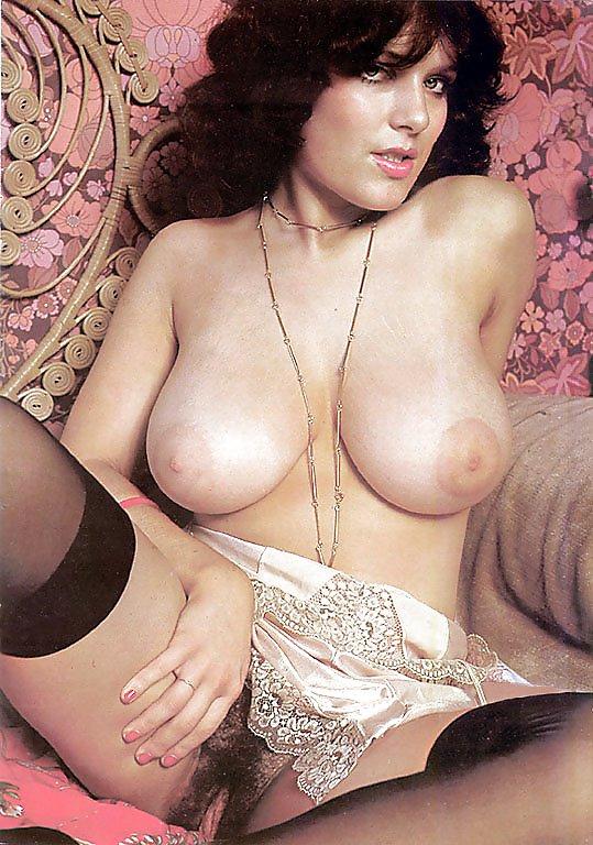 Hots Naked Busty Porn Model Photos