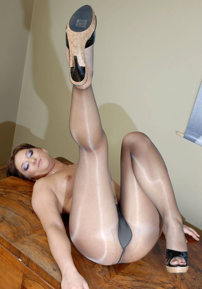 titty-pantyhose-pink-sexual-pantyhose-fetish-women